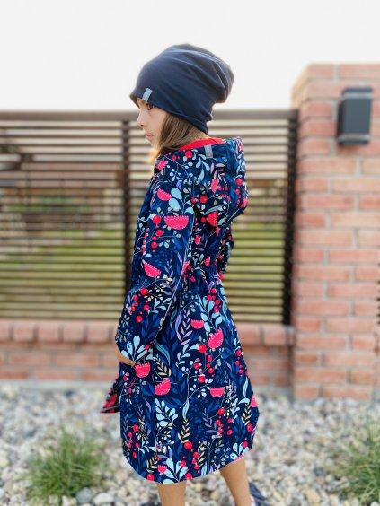 """alt=,,dívčí softshellový kabát dlouhý až ke kolenům velmi elegantního střihu s pestrým motivem šípkového keře"""""""