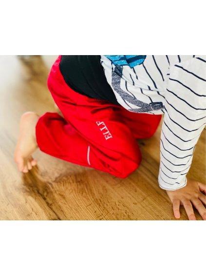 """Alt=""""jarní korálově červené dětské softshellové kalhoty"""""""