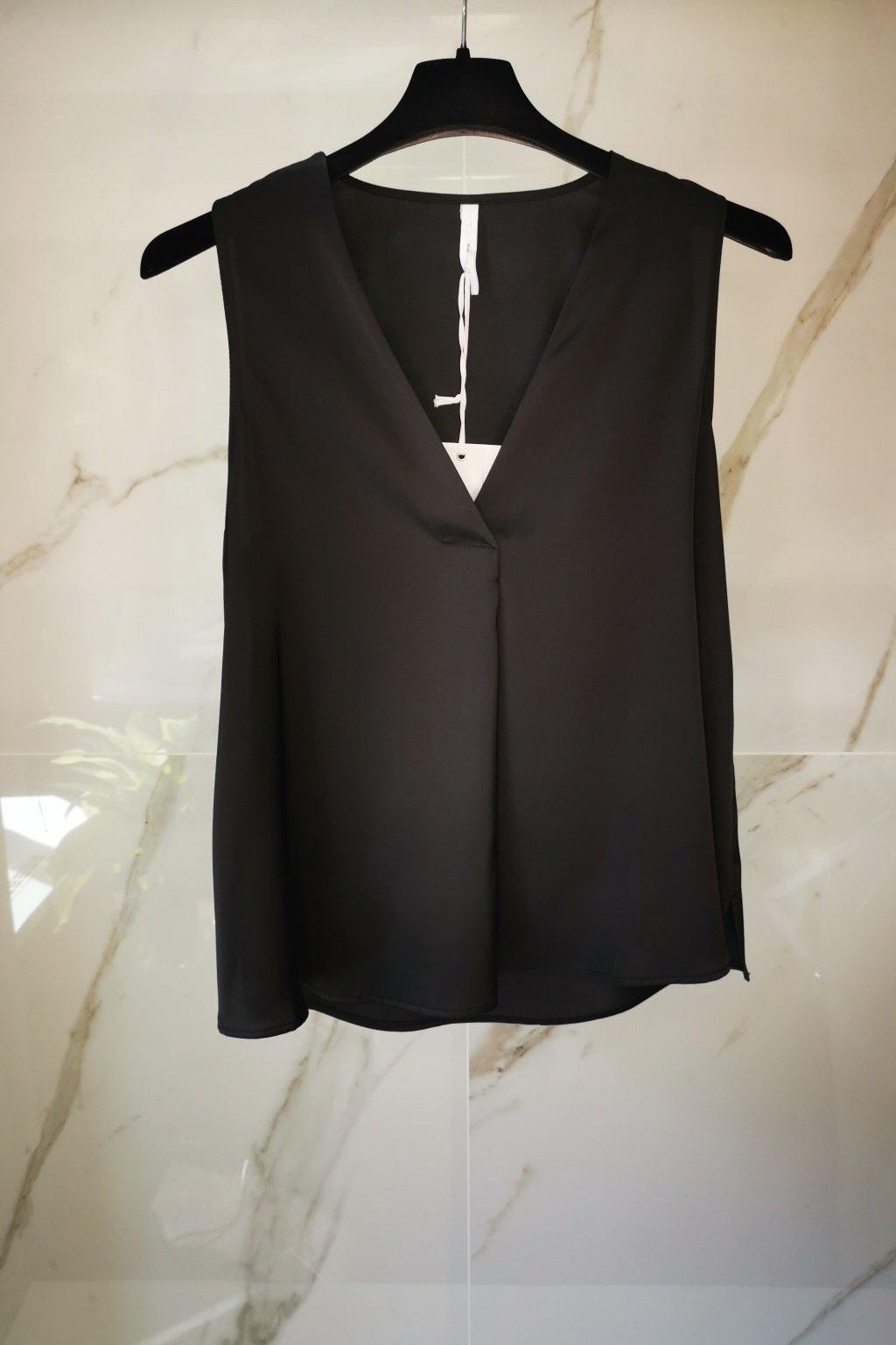 Elegantný top čierny