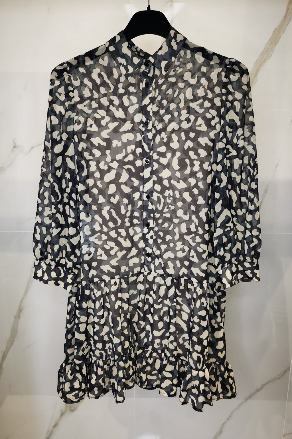 Šaty s volánom béžovo-šedé