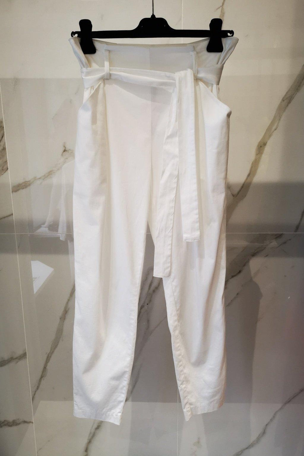 Nohavice s vyšším pásom biele
