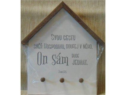 Věšák na klíče ve tvaru domu s biblickým textem.
