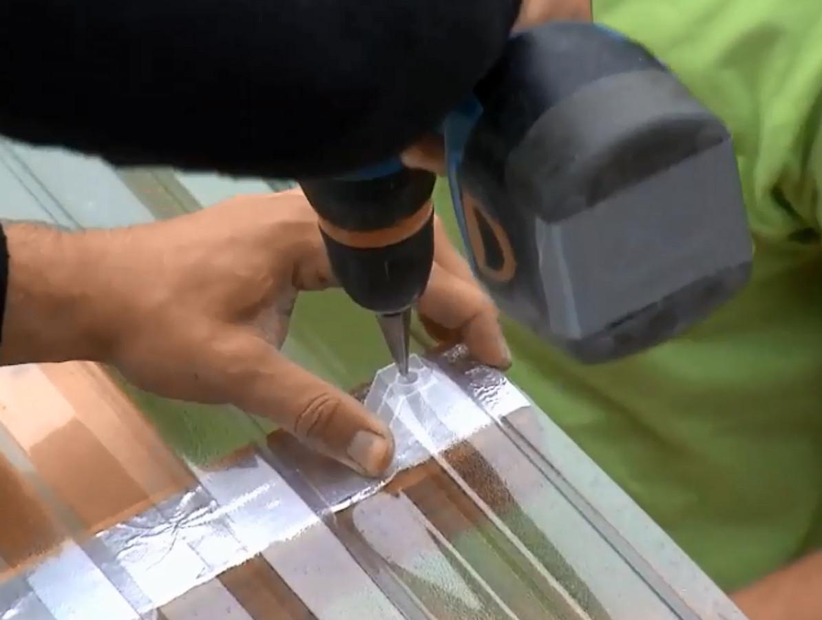 Polykarbonátová trapézová deska Guttagliss Makro Barva: čirá, Rozměr: 2000 x 1060 mm, Parametry: Materiál: polykarbonát, Rozměr vlny: 76 / 18 mm,…