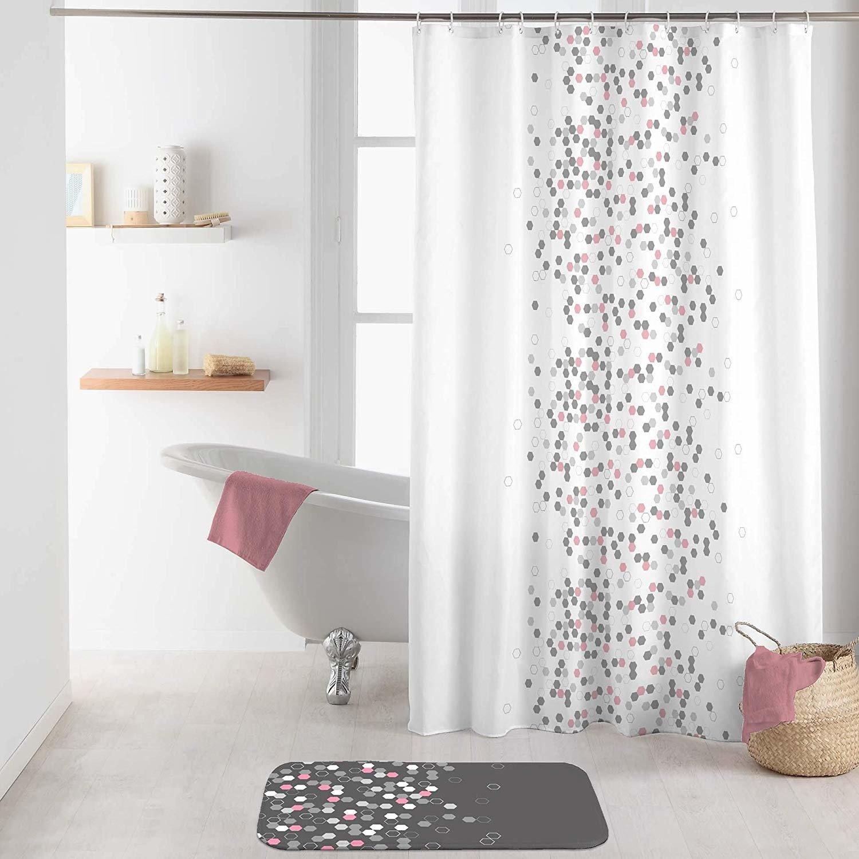 Sprchové závěsy jsou praktické a vkusné zároveň