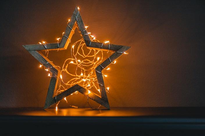 8 tipů na vánoční osvětlení: Svátečně rozzáří okna, obývací pokoj i jídelnu