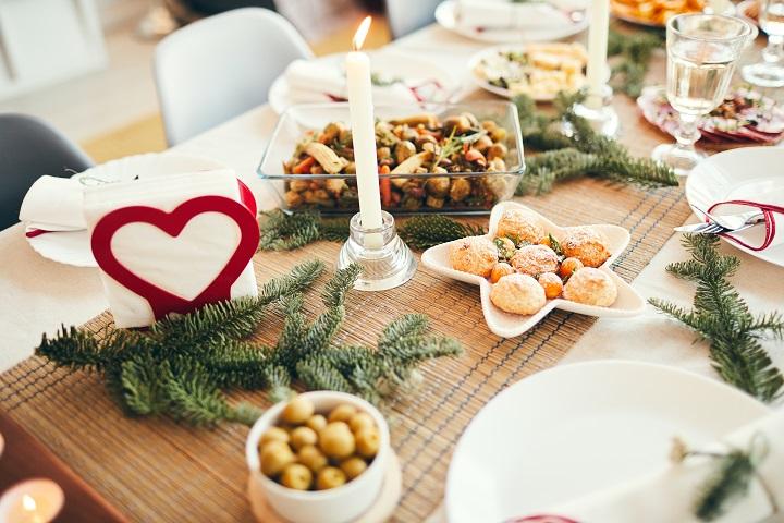 christmas-dinner-table-HGYPRH6