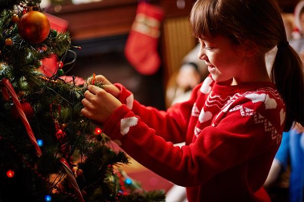 decorating-christmas-tree-PDSVTUK