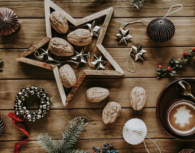 hot-chocolate-and-walnuts-on-a-christmas-night-23LMWSH
