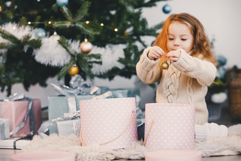 little-blonde-baby-girl-helping-decorate-Q3HWZDP
