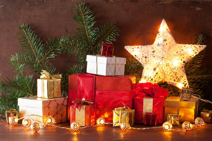 red-and-golden-christmas-gift-box-and-decoration-PWBJMXF