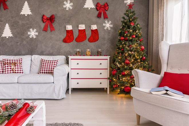 christmas-tree-in-the-corner-PTBVFJG