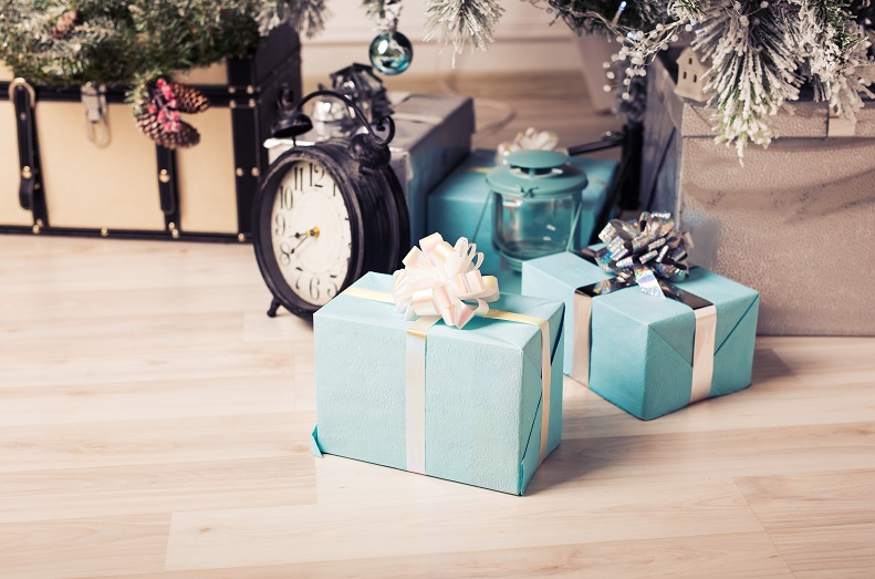 christmas-tree-with-gift-boxes-PQXSANN
