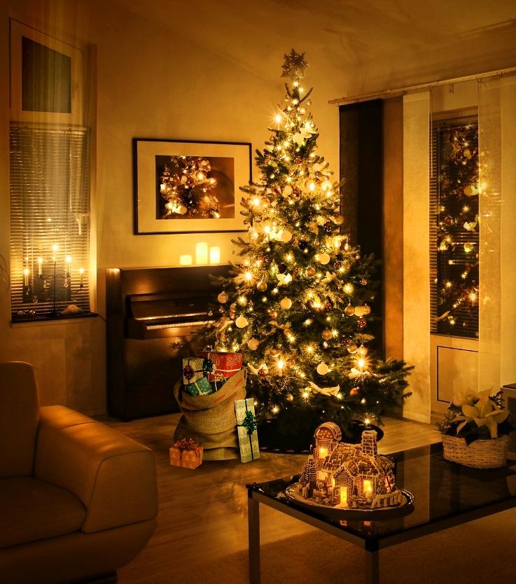 christmas-tree-with-present-sack-RFG9QL5