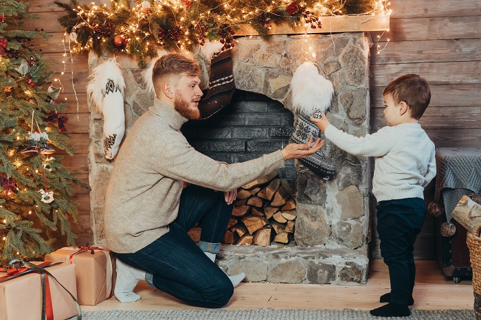 dad-holds-his-son-in-his-arms-and-have-fun-4RU82AE