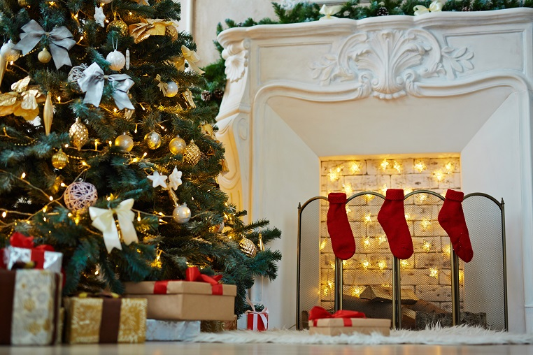 decorated-xmas-tree-stack-of-gift-boxes-and-PVDH9JN