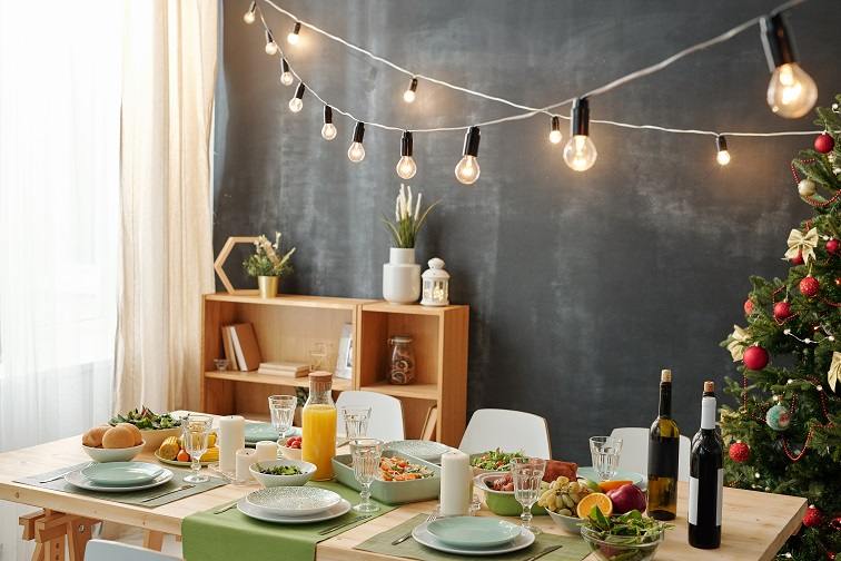 festive-table-served-for-christmas-party-with-UHMYYD3