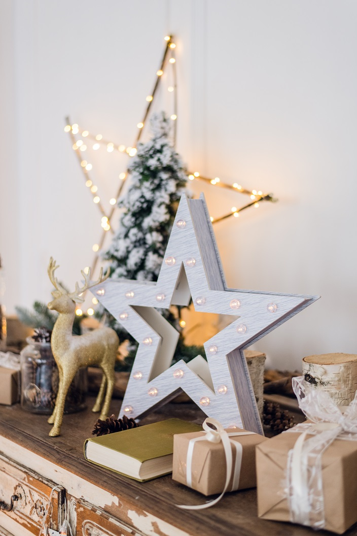 winter-still-life-with-christmas-decorations-toy-P7H5NVK