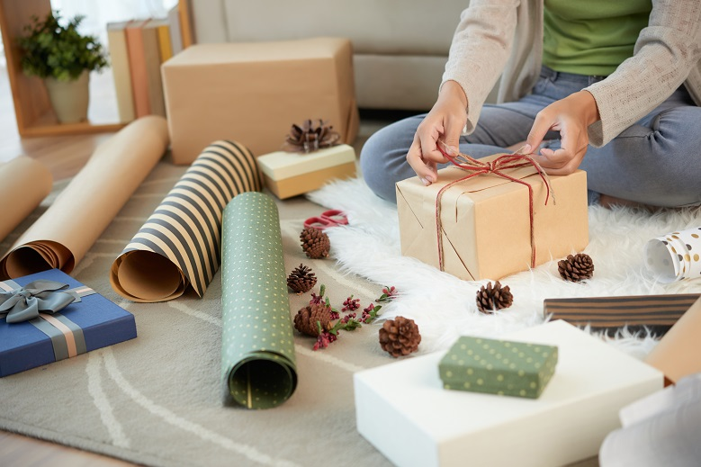 woman-preparing-gift-boxes-for-christmas-JFSQV3M