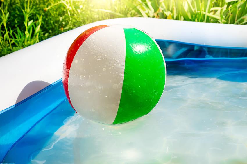 nafukovaci-bazen-a-vodni-hratky