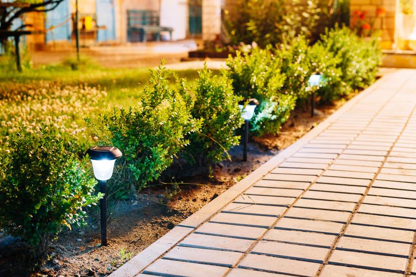 solarni-svetla-na-zahradu