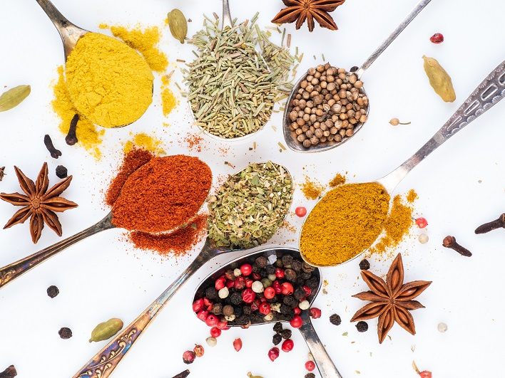 set-of-spices-in-spoons-top-view-paprika-curry-CYR69WA