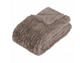 Přehoz na pohovku nebo postel – pléd, který lze použít jako deku během mrazivých dnů