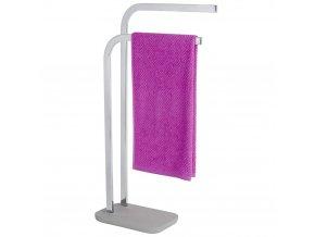 Stojící věšák na dva ručníky s řady výrobků pro koupelny Concrete firmy WENKO