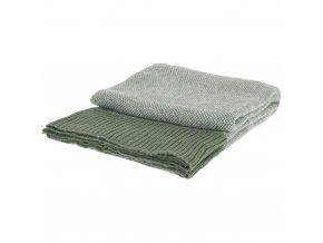 Zelená pletená deka s akrylu, elegantní a měkký přehoz na gauč nebo postel s ozdobným zakončením.