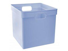 Košík z odolného plastu ve modré barvě bude fungovat v dětském pokoji a dalších pokojích