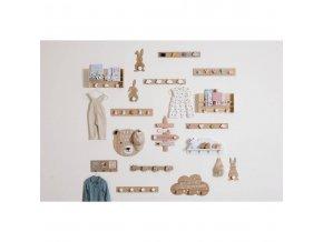 Věšák s dřevěnou podložkou ve tvaru mraku, se třemi háčky , které mají tvar kapek CLOUD HOOK JOY