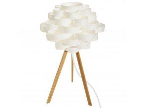 Stolní lampička na třech bambusových nožkách je ozdobou obývacího pokoje v moderním minimalistickém stylu