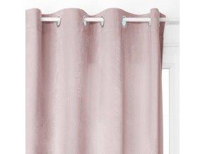 Závěs světlé růžové barvy z polyesteru je perfektní ozdobou domácího interiéru