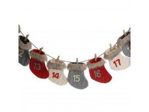 Adventní kalendář ve tvaru věnce, ponožkový motiv, 28 x 36 cm