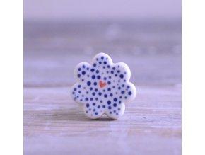 Úchytka květinka - modře tečkovaná se srdíčkem