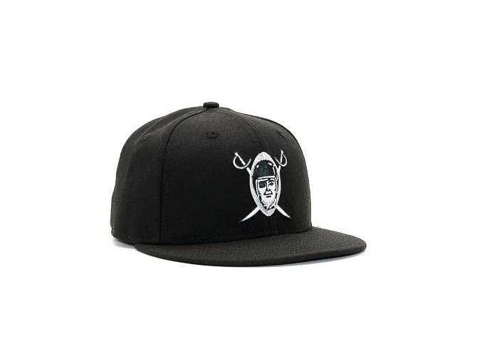 Kšiltovka New Era Silver and Black Attack Oakland Raiders 59FIFTY Black Fitted Cap