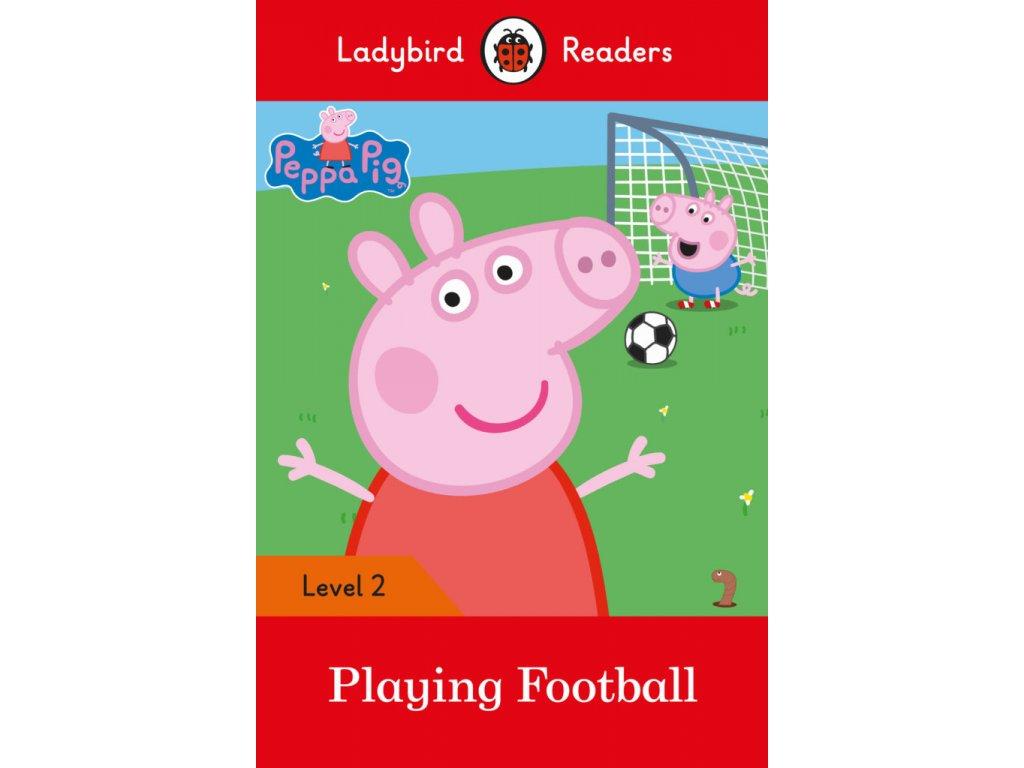 3237 peppa pig playing football ladybird readers level 2