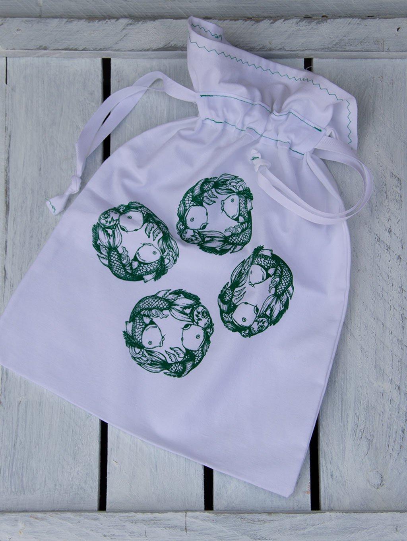 Ozdobny sacek balvna srna zelený