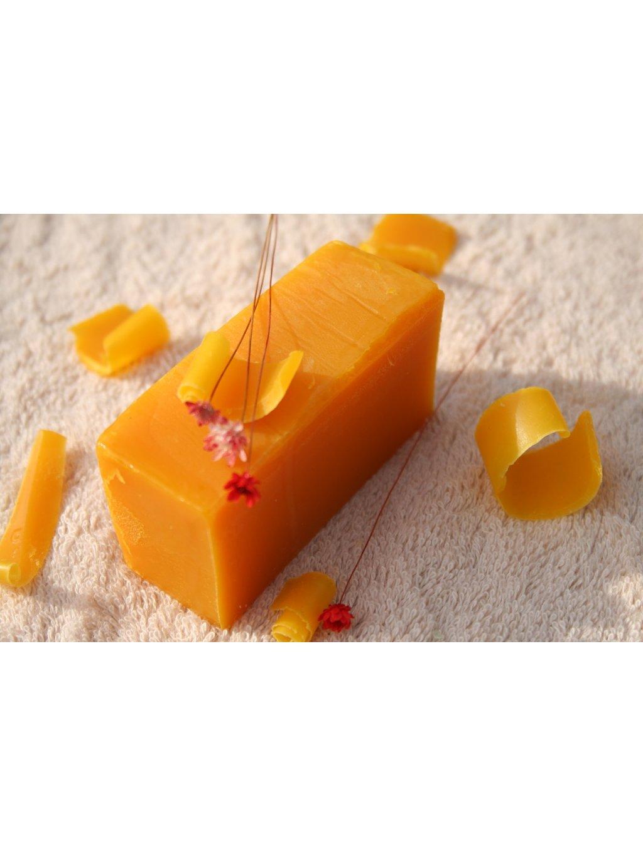 olivove mydlo krajene s cervenym palmovym olejem a vuni pomeranc 649 1