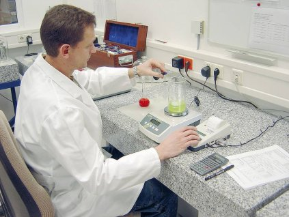 Přesná stolní digitální váha Kern KB 2400-2N, váživost 2410 g, dělení 0,01 g