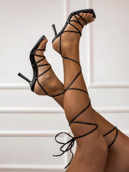 Černé šněrovací boty na podpatku STRING