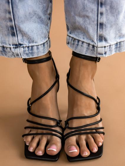 Černé boty na černém výstředním podpatku AMANDA