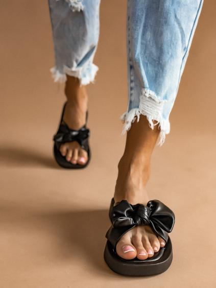 Černé pantofle BOW s mašlí