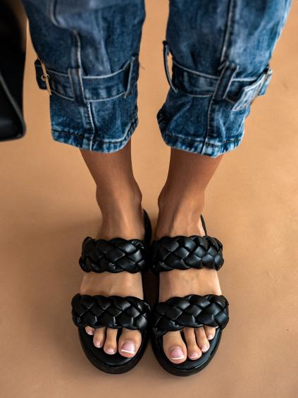 Černé pantofle se zapletenými řemínky BRAID