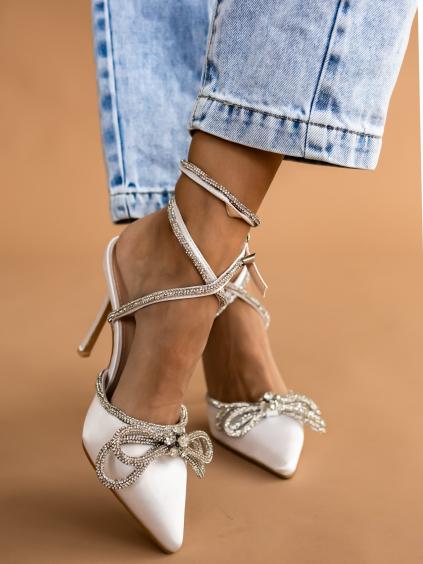 Bílé boty na podpatku DEFENSE se stříbrným zdobením