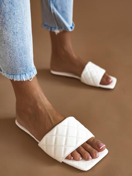 Bílé prošívané pantofle TESSA