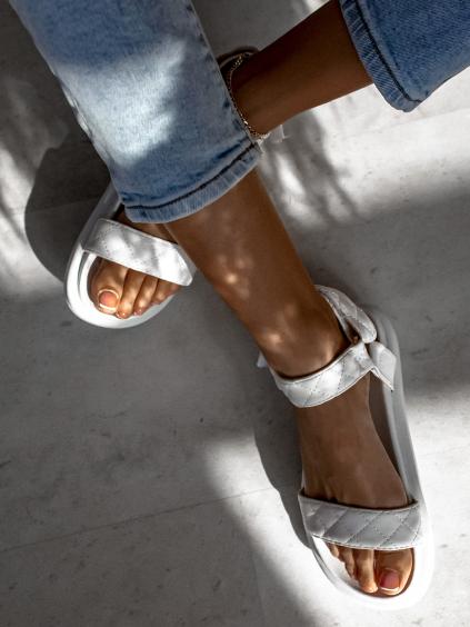 Bílé prošívané sandálky HOYT