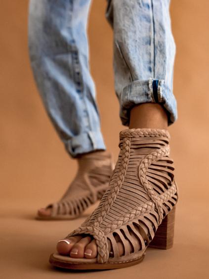 Béžové semišové boty na podpatku OAKLEY