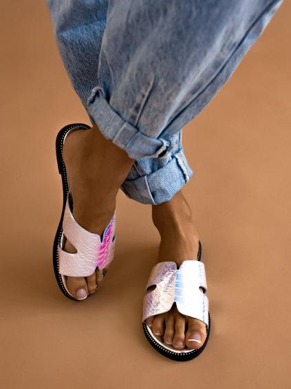 Bílé lesklé pantofle KELLY