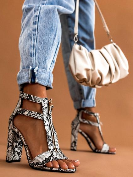 Černobílé boty na podpatku AXEL s imitací hadí kůže