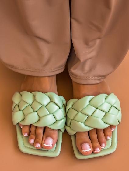 Světle zelené zapletené pantofle TALLY